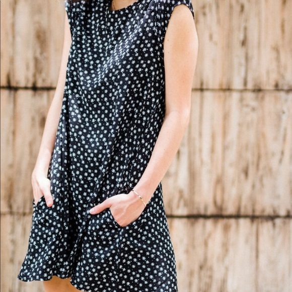 Urban Outfitters Dresses & Skirts - Urban Outfitters Coven Keyhole Shift Dress